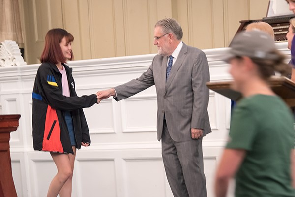 President Ames greets a first-year student at Russell Sage College's Move-In Day.